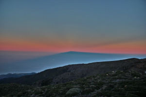 The shadow of La Palma & anticrepuscular rays